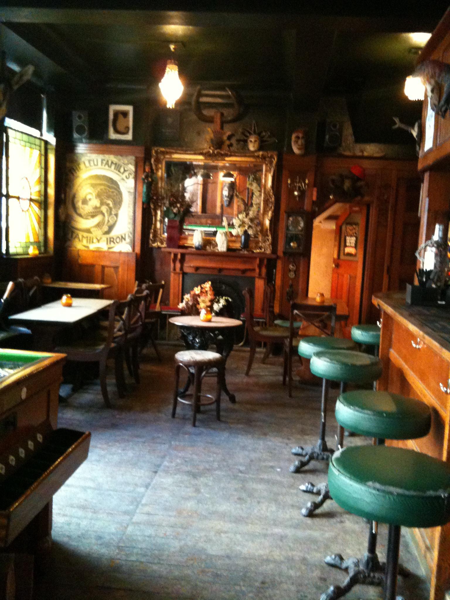 london pubs king charles i christopher fowler. Black Bedroom Furniture Sets. Home Design Ideas
