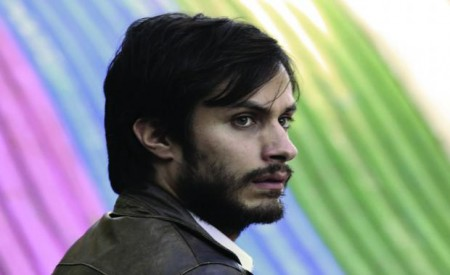 Gael-Garcia-Bernal-Tries-to-Set-Chile-Free-in-Official-No-Trailer