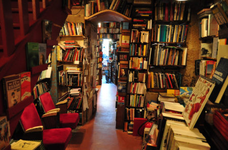 Inside-Shakespeare-and-Co-Paris-Bookshop1
